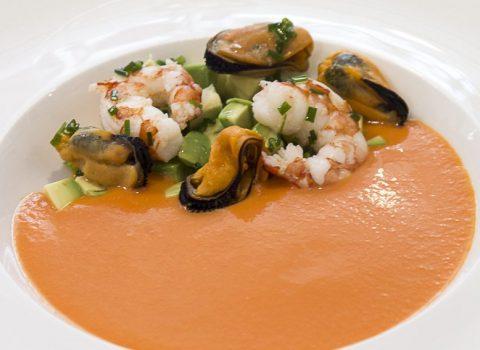 La receta del verano: sopa de tomate con marisco