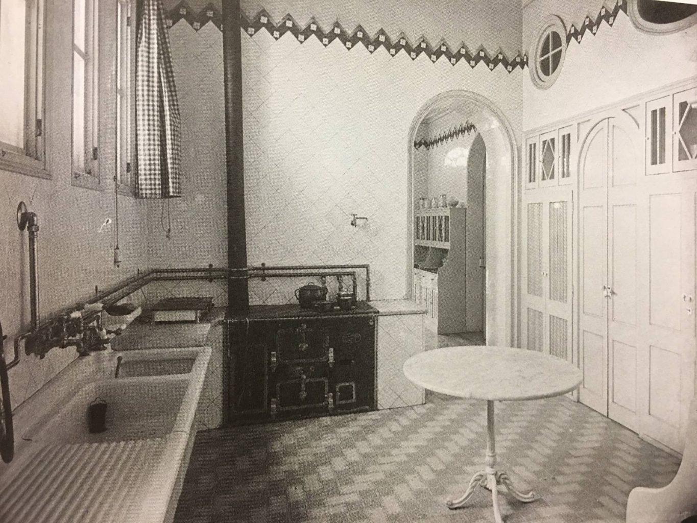 Cuina de la Torre dels Pardals , al barri del Guinardó, cap al 1915.